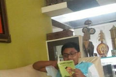 kid_withbook